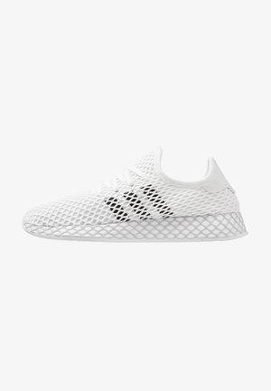 DEERUPT RUNNER - Sneaker low - footwear white/core black/grey two