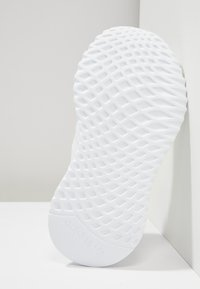 adidas Originals - PATH RUN - Trainers - white - 5