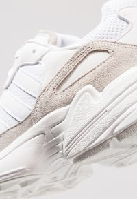 adidas Originals - YUNG-96 - Sneakers - footwear white/grey two - 2