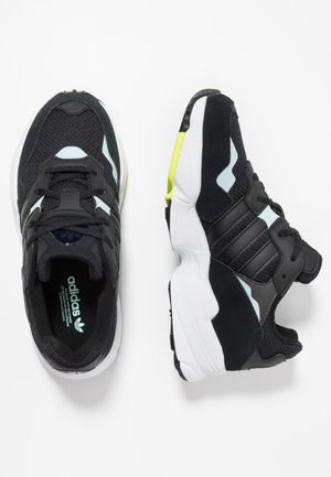 YUNG-96 - Sneakersy niskie - core black/clear mint
