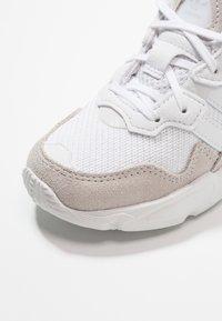 adidas Originals - YUNG-96 - Tenisky - footwear white/grey two - 2