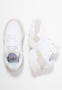 adidas Originals - YUNG-96 - Tenisky - footwear white/grey two - 0