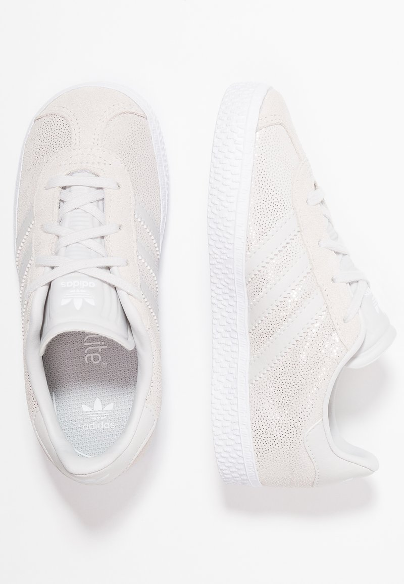 adidas Originals - GAZELLE - Baskets basses - footwear white/grey one