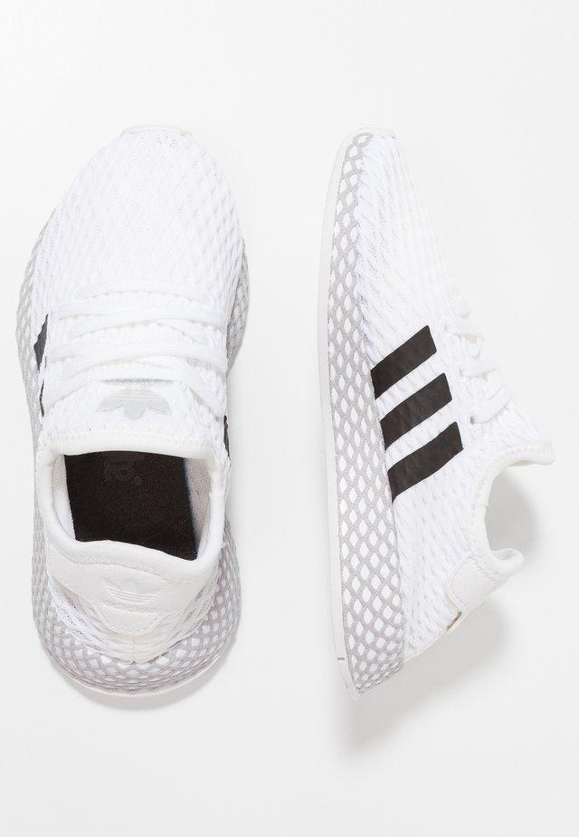 DEERUPT RUNNER - Zapatillas - footwear white/core black/grey two
