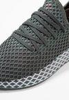 adidas Originals - DEERUPT RUNNER - Sneakers laag - legend ivy/grey two/core black