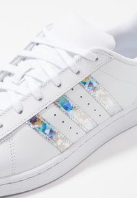adidas Originals - SUPERSTAR - Sneakers laag - footwear white - 2