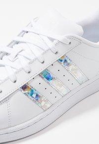 adidas Originals - SUPERSTAR - Sneaker low - footwear white - 2