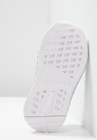 adidas Originals - DEERUPT RUNNER - Sneakers basse - footwear white/core black/grey two - 5