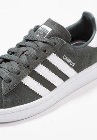 adidas Originals - CAMPUS - Tenisky - legend ivy/footwear white - 2