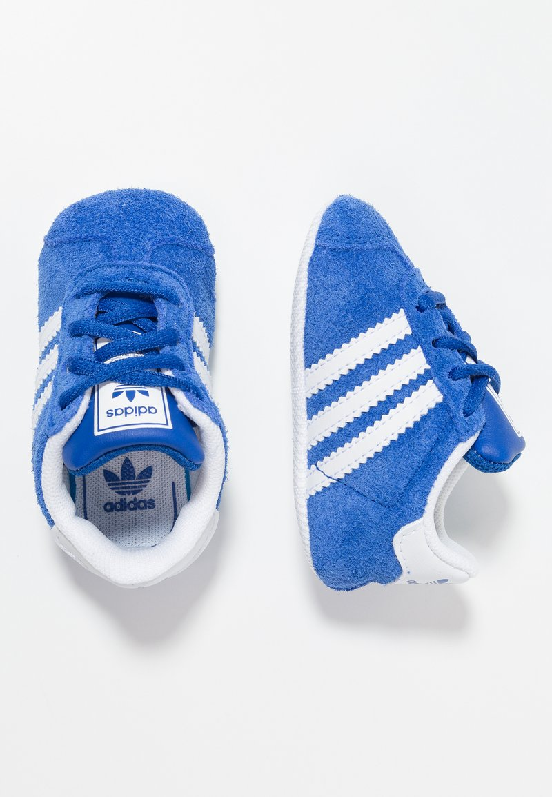 adidas Originals - GAZELLE CRIB - Babyschoenen - collegiate navy/footwear white/gold metallic