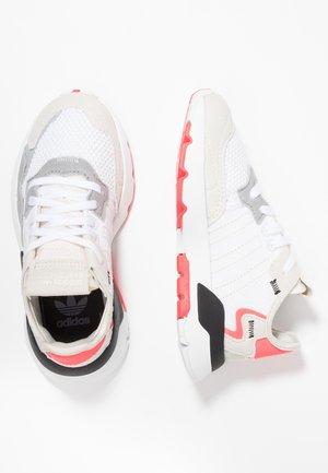 NITE JOGGER - Zapatillas - footwear white/crystal white/shock red