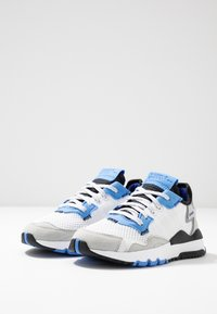 adidas Originals - NITE JOGGER - Baskets basses - footwear white/real blue - 3