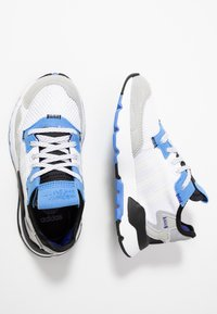 adidas Originals - NITE JOGGER - Baskets basses - footwear white/real blue - 0