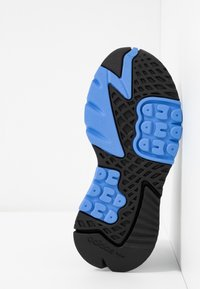 adidas Originals - NITE JOGGER - Baskets basses - footwear white/real blue - 5