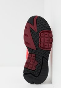 adidas Originals - NITE JOGGER - Joggesko - shock red/grey two - 5