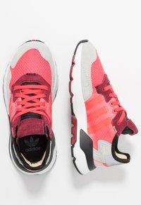 adidas Originals - NITE JOGGER - Joggesko - shock red/grey two - 0