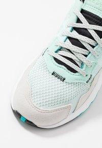 adidas Originals - NITE JOGGER - Baskets basses - ice mint/hi-res aqua - 2