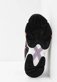 adidas Originals - YUNG-96 CHASM - Trainers - core black/semi coral - 5