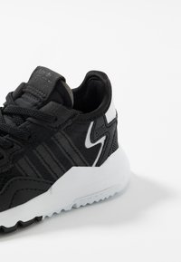 adidas Originals - NITE JOGGER - Slipper - core black/carbon - 2