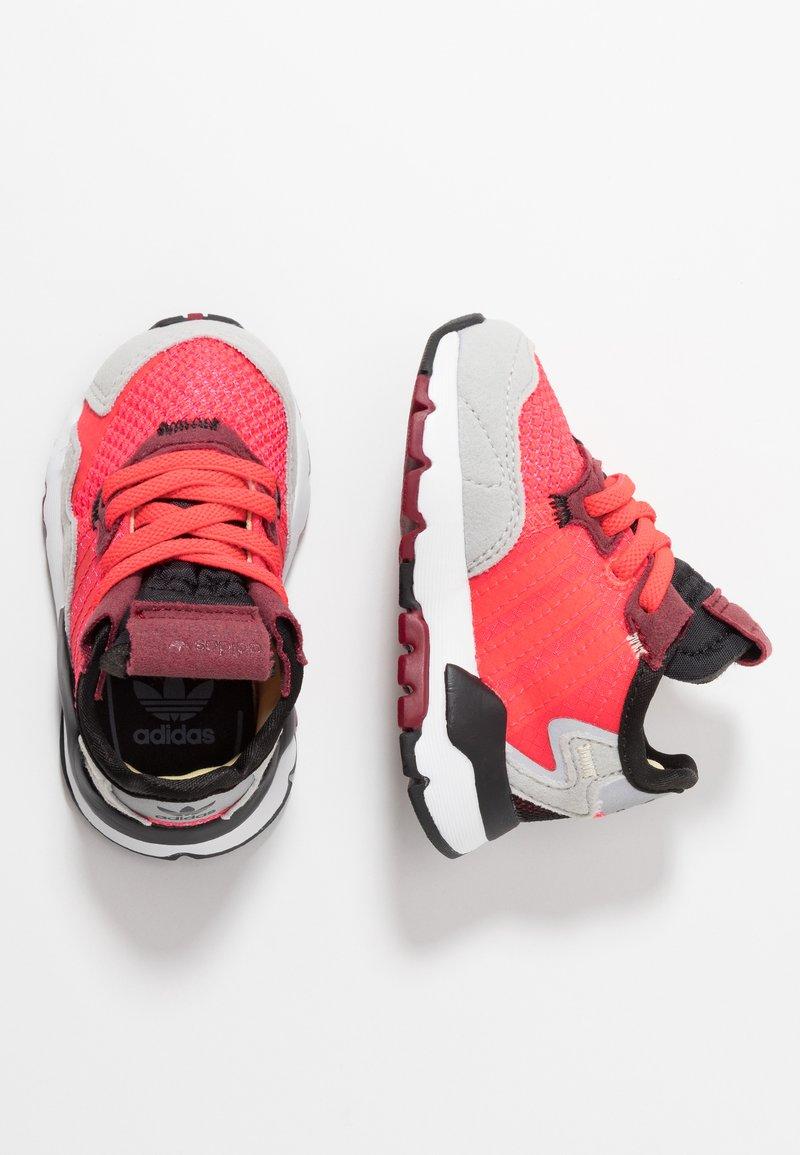 adidas Originals - NITE JOGGER - Slip-ins - shock red/grey two