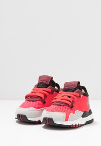 adidas Originals - NITE JOGGER - Slip-ins - shock red/grey two - 3