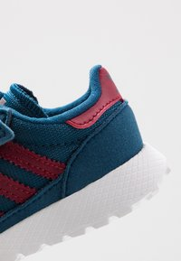 adidas Originals - FOREST GROVE CF - Sneakers laag - legend marine/collegiate burgundy - 2