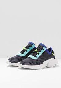 adidas Originals - POD-S3.1 - Baskets basses - carbon/carbon/core black - 3