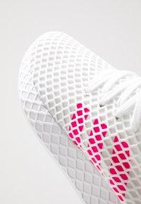 adidas Originals - DEERUPT RUNNER - Zapatillas - footwear white/shock pink/core black - 2