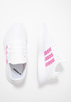 DEERUPT RUNNER - Zapatillas - footwear white/shock pink/core black