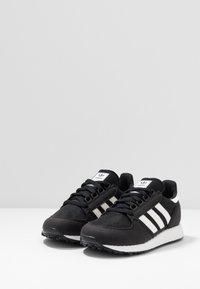 adidas Originals - FOREST GROVE - Sneakers - core black/cloud white/chalk white - 2