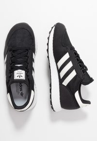 adidas Originals - FOREST GROVE - Sneakers - core black/cloud white/chalk white - 0