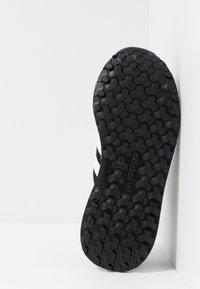 adidas Originals - FOREST GROVE - Sneakers - core black/cloud white/chalk white - 4