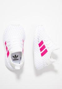adidas Originals - DEERUPT RUNNER  - Sneakersy niskie - footwear white/shock pink/core black - 0