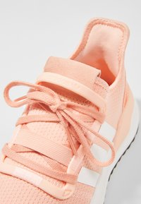 adidas Originals - PATH RUN - Sneakers laag - pink - 2