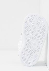 adidas Originals - STAN SMITH CF - Zapatillas - footwear white/core black - 5