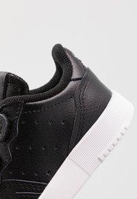 adidas Originals - SUPERCOURT CF - Sneakers laag - core black/footwear white - 2