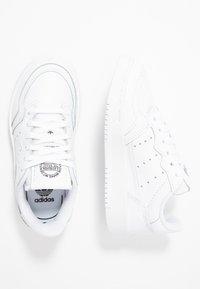 adidas Originals - SUPERCOURT - Tenisky - footwear white/core black - 0