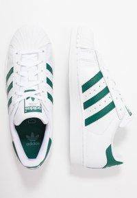 adidas Originals - SUPERSTAR - Sneaker low - footwear white/collegiate green - 0