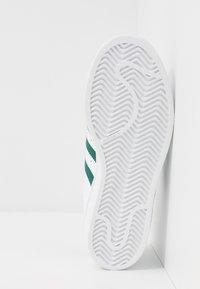 adidas Originals - SUPERSTAR - Sneaker low - footwear white/collegiate green - 5