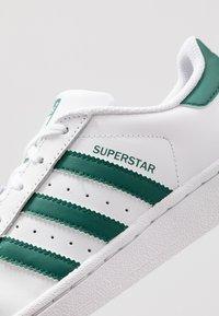 adidas Originals - SUPERSTAR - Sneaker low - footwear white/collegiate green - 2