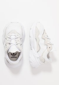 adidas Originals - OZWEEGO - Mocassins - footwear white/core black - 0