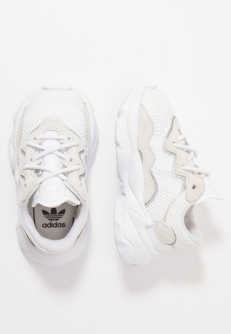 adidas Originals - OZWEEGO - Mocassins - footwear white/core black