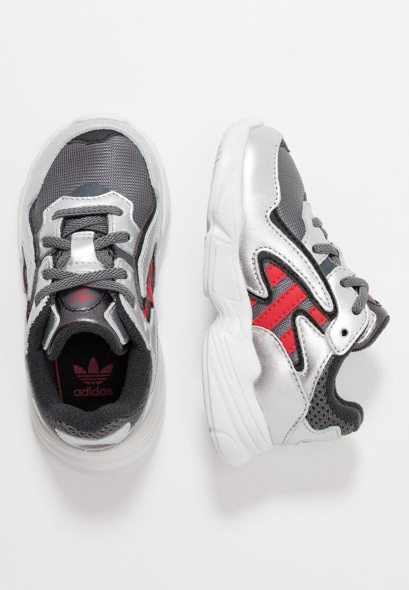 adidas Originals - YUNG-96 CHASM - Loafers - grey four/scarlet/silver metallic