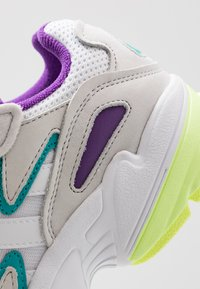 adidas Originals - YUNG-96 CHASM - Baskets basses - footwear white/crystal white - 2