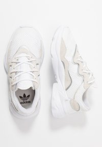 adidas Originals - OZWEEGO - Trainers - footwear white/core black - 0