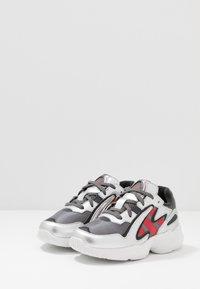 adidas Originals - YUNG-96 CHASM - Trainers - grey four/scarlet/silver metallic - 3