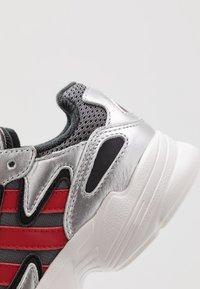 adidas Originals - YUNG-96 CHASM - Trainers - grey four/scarlet/silver metallic - 2