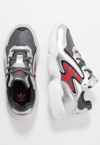 adidas Originals - YUNG-96 CHASM - Trainers - grey four/scarlet/silver metallic - 0