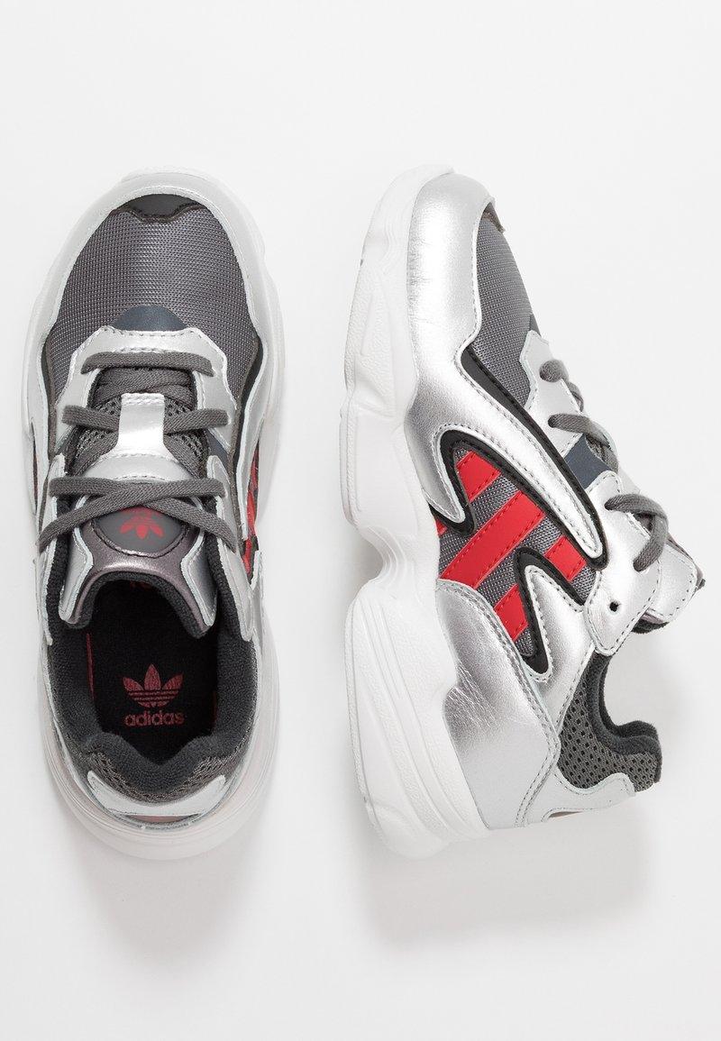 adidas Originals - YUNG-96 CHASM - Trainers - grey four/scarlet/silver metallic
