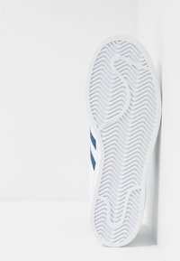 adidas Originals - SUPERSTAR - Sneakers laag - footwear white/legend marine - 5